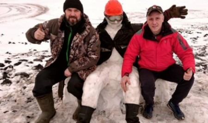 В «Русской Арктике» полярники слепили снеговиков из первого снега