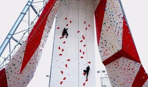 В Северодвинске торжественно открыли уникальное спортивное сооружение — современный скалодром