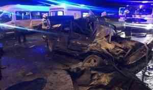 В Архангельске в ДТП с микроавтобусом пострадали шесть человек