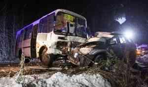ВКатунино вДТП сучастием пассажирского автобуса илегковушки погибла женщина