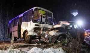 В Приморском районе произошло смертельное ДТП с участием автобуса и легковушки