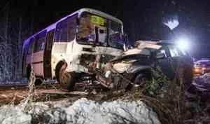 Под Архангельском вДТП сучастием «пазика» илегковушки погибла женщина