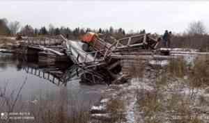 В Шенкурском районе лесовоз сломал мост, по которому дети ходят в школу