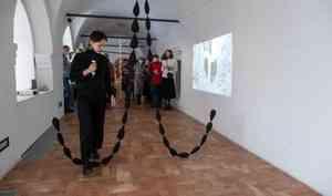 Молодая художница изСанкт-Петербурга посвятила выставку свадебному плачу исеверной невесте