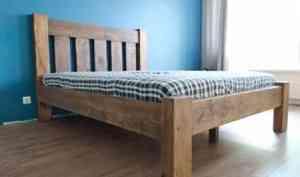 Кровать из массива сосны: что необходимо знать?