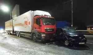 На Краснофлотском мосту в Архангельске внедорожник влетел в грузовик
