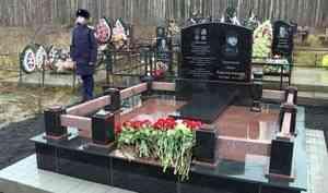 Насеверодвинском кладбище открыли памятник намогиле мальчика-героя Вани Крапивина