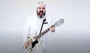 Услышат все: северодвинец Артем Уланов снял клип на нетленный хит группы «Чайф»