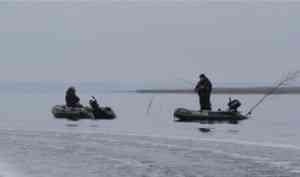 Двое рыбаков двое суток дрейфовали по Северной Двине в лодке, вмерзшей в лед