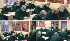 Архангельские военнослужащие по призыву поздравили своих мам с праздником