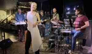 Архангелогородцев приглашают на новогодние музыкальные вечера в фойе драмтеатра