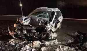 Натрассе «Архангельск— Северодвинск» легковушка столкнулась сгрузовиком ивнедорожником. Погибла женщина