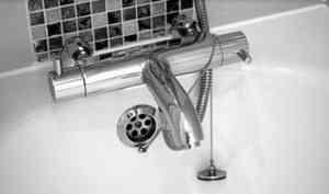 В Архангельске уронившая смартфон в ванну девушка погибла от удара током