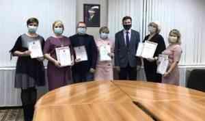 """Сегодня в администрации города состоялось вручение наград в городских конкурсах """"Женщина года"""" и «Отец – ответственная должность»"""