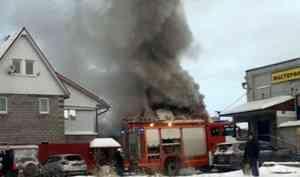 В Архангельске загорелась частная баня