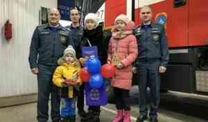 Пожарные из Красноярского края исполнили мечту 5-летнего мальчика