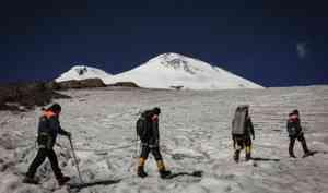 В связи с лавиноопасностью МЧС России призывает жителей и туристов ДФО, СФО, ЮФО воздержаться от выхода на маршруты в горных районах
