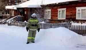 Пожарный доброволец в одиночку сумел спасти дом в Ленском районе в сильный мороз