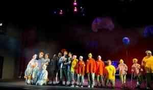 Питер Пэн на гироскутере под рок-н-ролл: в «Архдраме» состоялась премьера спектакля