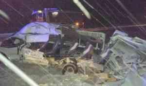 Один человек погиб при столкновении молоковоза и микроавтобуса на трассе в Поморье