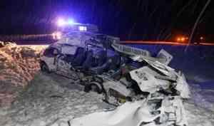 Уснувший водитель тягача протаранил микроавтобус в 50 километрах от Архангельска