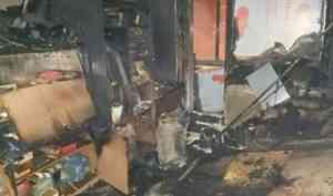 Два человека погибли при пожаре в пятиэтажке в Мирном