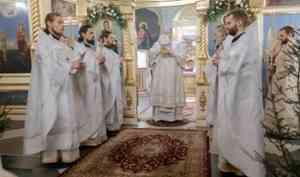Митрополит Корнилий совершил Литургию в праздник Крещения Господня