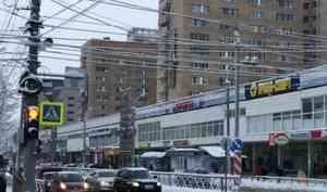 Режим работы светофора в центре Архангельска изменят из-за пробки