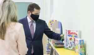 Александр Цыбульский посетил отремонтированную школу и новый детский сад в Архангельске