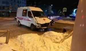 В Архангельске попавшая в аварию «скорая» двигалась с включенным спецсигналом