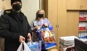 Фотосессия и тактильные игрушки: прихожане Успенского храма Архангельска передали подарки для слабовидящих детей