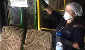 В Архангельске ежедневно дезинфицируют пассажирские автобусы