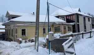 В Приморском районе произошёл пожар в старинном деревянном доме