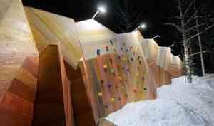 """В экстремальные морозы в Пинежском районе смонтировали арт-объект """"Голубинские горы"""""""
