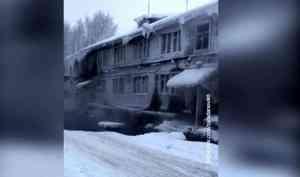В Архангельске очередной деревянный дом столкнулся с коммунальными проблемами