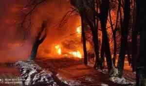 Два крупных пожара в деревянных домах произошли сегодня ночью в Архангельске