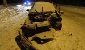 В Архангельске «ВАЗ» врезался в столб - два пассажира госпитализированы