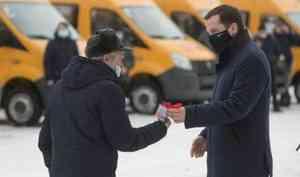 Александр Цыбульский вручил представителям районов ключи от новых школьных автобусов