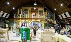 В Архангельске идет строительство поморского карбаса