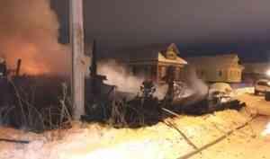 «Ветер несёт огонь на дома»: на Кегострове за ночь сгорели жилой дом и сараи