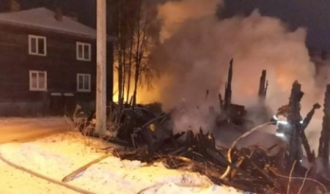 Частный дом и сараи сгорели ночью на Кегострове