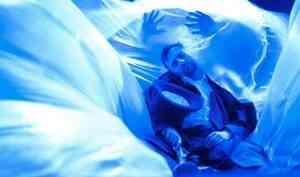 Он упал — некрасиво, неправильно: архангельский драмтеатр поставил спектакль про то, как Миша Питунин хотел Пушкина спасти