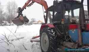 ВКаргополе сносят здание старой школы, представлявшее опасность для местных жителей