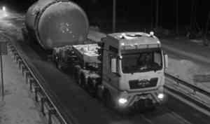 Большегруз-рекордсмен принес миллионный ущерб архангельским дорогам