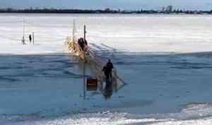 Фотофакт: из-за подъёма уровня воды в Архангельске подтопило переправу на Кегостров