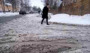 УКАрхангельска начали убирать придомовые территории поинициативе горадмина. Эта услуга обойдётся жильцам в20 рублей вмесяц