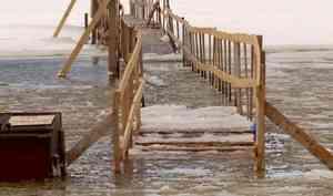 В Архангельске подтопило переправу на Кегостров