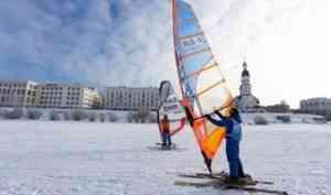 В Поморье стартовали первенство и чемпионат страны по зимнему виндсерфингу