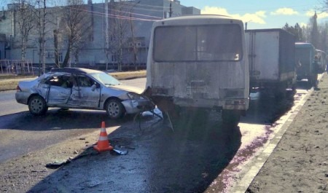 В Архангельске пьяный водитель устроил аварию с двумя автобусами