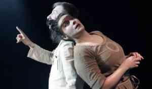 В Архангельском театре драмы показали премьеру «Метаморфозы»